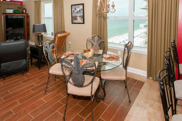 Dining table for 4 overlooking beach and Gulf