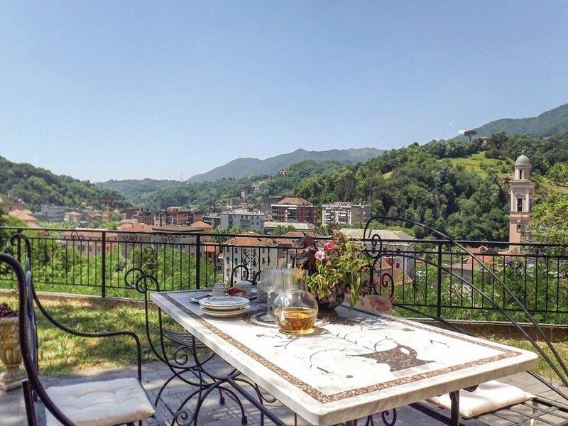 Spacious villa with garden & Wifi, holiday rental in Savignone