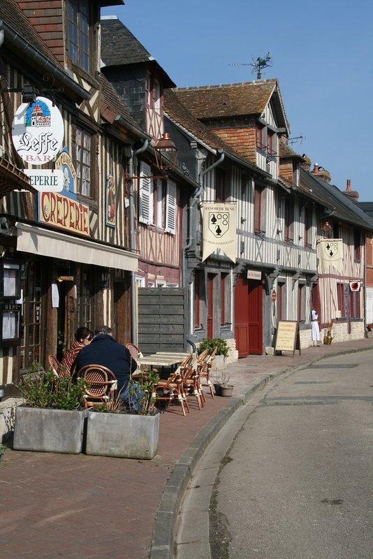 Bonito pueblo de Beuvron-en-Auge (30mn).