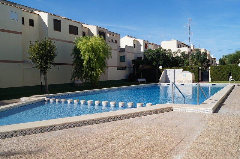 Beautiful house with pool access – semesterbostad i La Mata