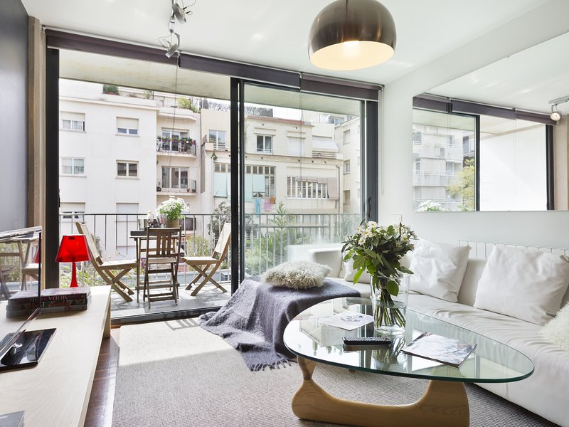 Apartment with Terrace near Barraquer Center, vacation rental in Vallmanya