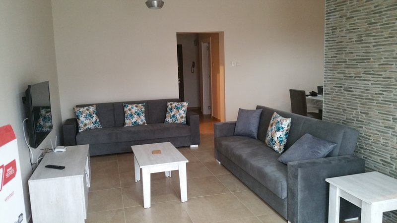 A North Cyprus 3 bedroom coastal holiday home, holiday rental in Vrysoulles