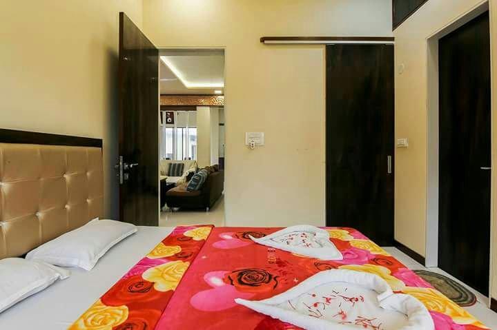 DP service apartment - Navi Mumbai - Bedroom 1, location de vacances à Navi Mumbai