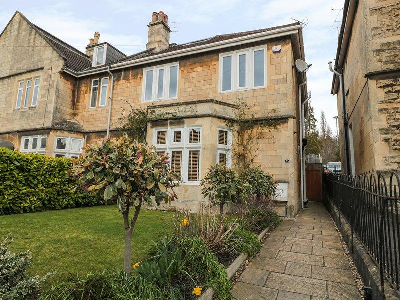 33 CRESCENT GARDENS, spacious cottage, perfect for families, central location, location de vacances à Saltford