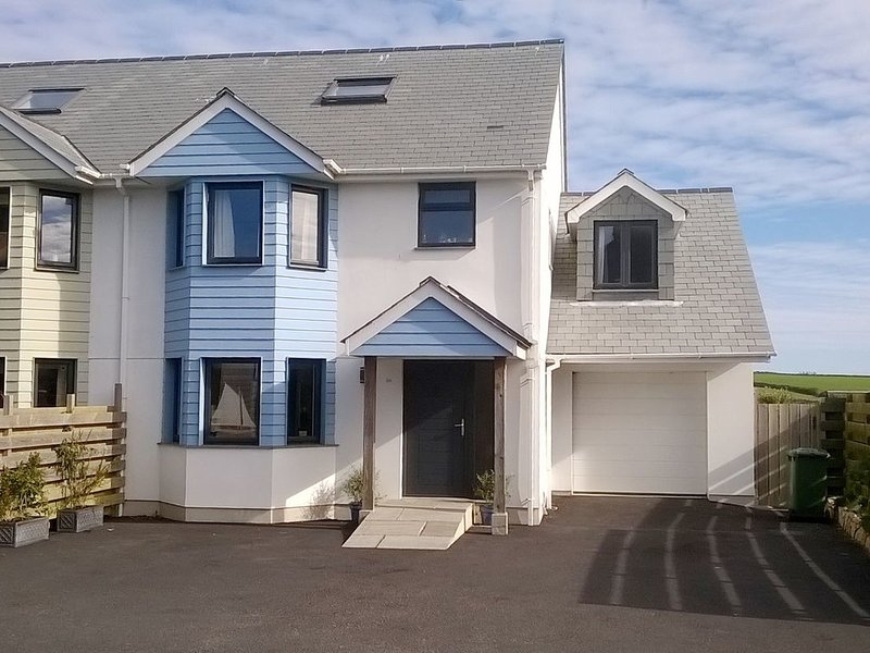 CHY LOWEN, impressive, newly built, New England-style townhouse, pet friendly, holiday rental in Gunwalloe
