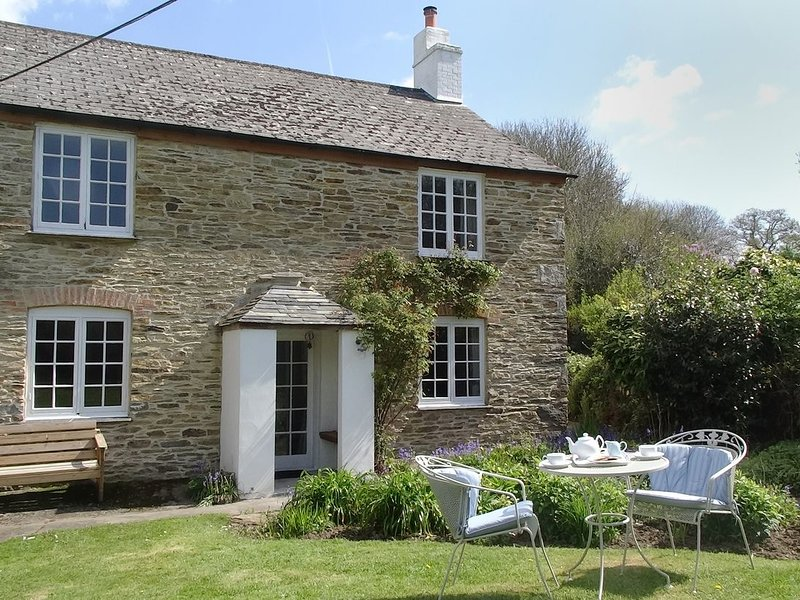 KINGBARTH, wonderfully private, detached cottage with 19th cent. origins in an, holiday rental in Lerryn