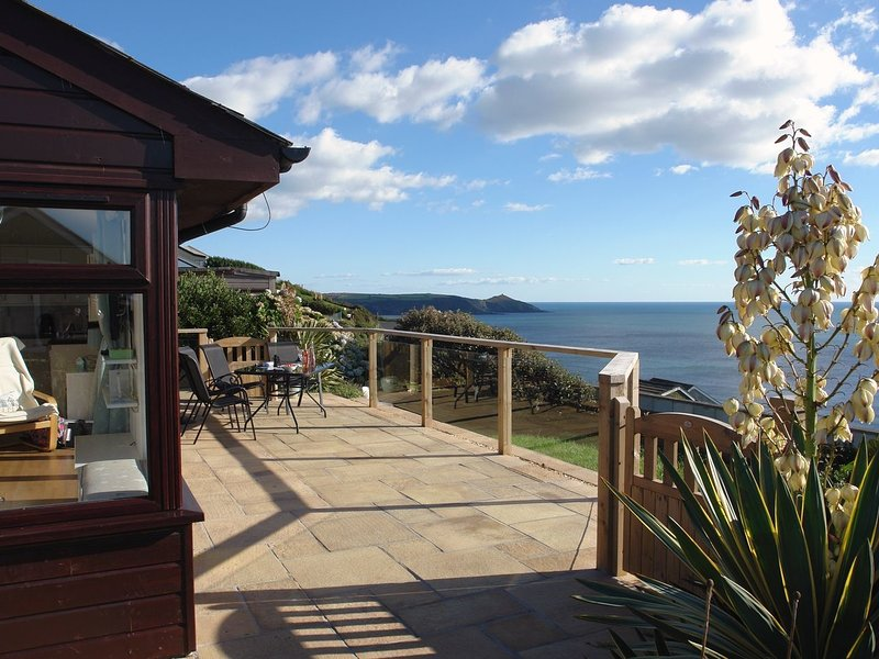 MARPEN, smart cliffside chalet with uninterrupted, panoramic sea views, vakantiewoning in Cawsand