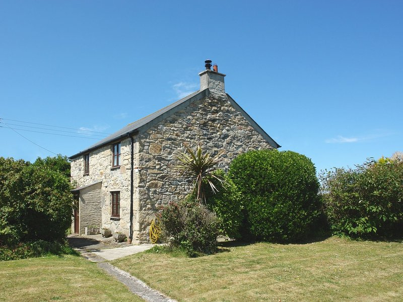 DUNE VIEW, cosy, homely cottage in excellent coastal location. Perranporth 2, holiday rental in Goonhavern