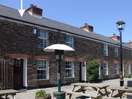 PRIMROSE COTTAGE, pretty, terraced cottage with views over the Camel estuary, holiday rental in Wadebridge