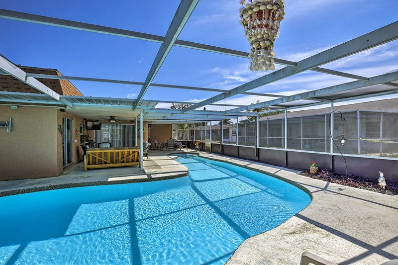 Soak up the sun in this 2-bedroom, 1-bath vacation rental apartment for 6!