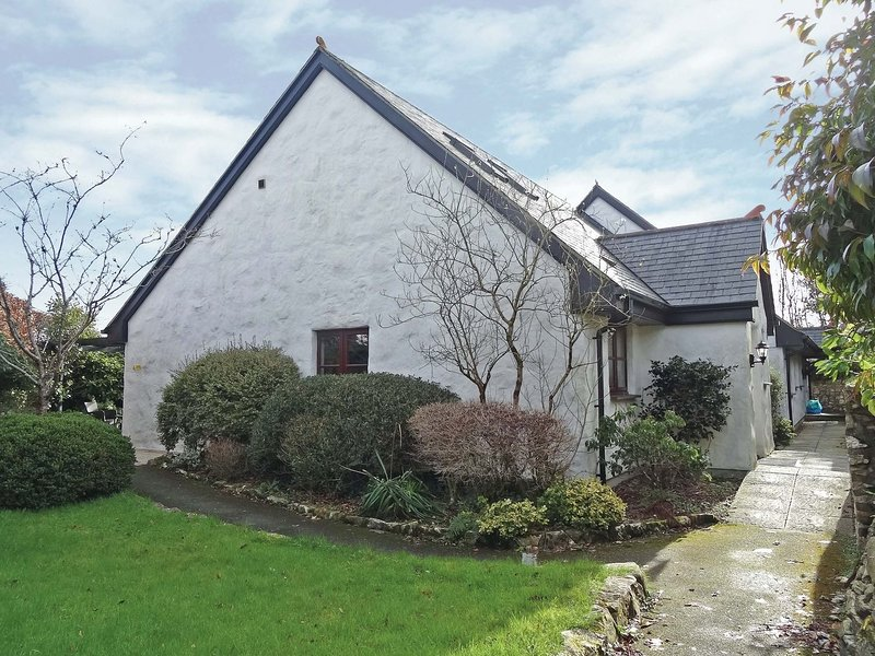 AZALEA, stylish semi-detached cottage in exclusive retreat with indoor pool, holiday rental in Withiel