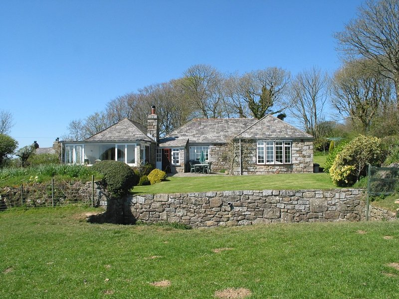 HIGHER TUMROSE, handsome single-storey cottage with lovely countryside views, holiday rental in Blisland