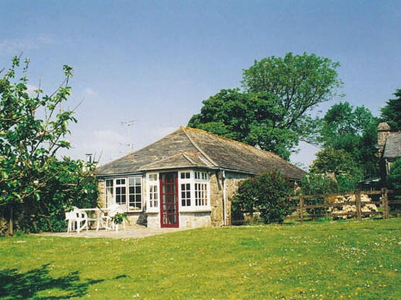 TUMROSE COTTAGE, sunny single-storey cottage on 65 acre farm, close to open, holiday rental in Blisland