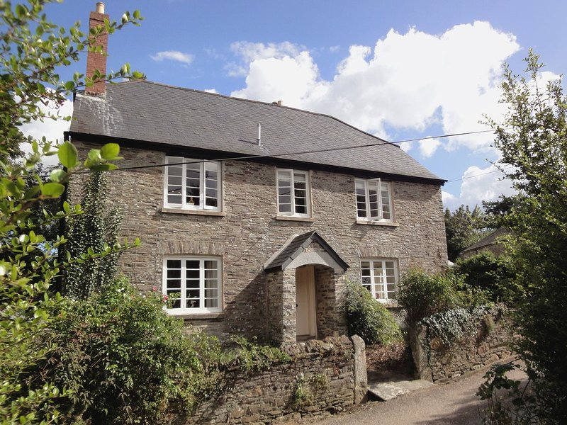 MARISTOW BARTON, 5* Georgian country house close to River Tavy, sleeping 16, vacation rental in Horrabridge
