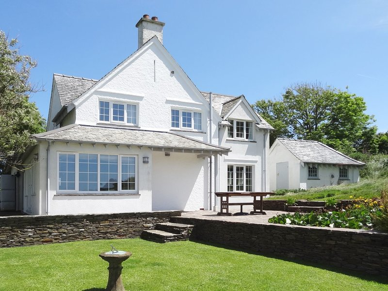 AYRMER PATH, big detached house with sun terrace and fantastic sea views, 600, holiday rental in Burgh Island