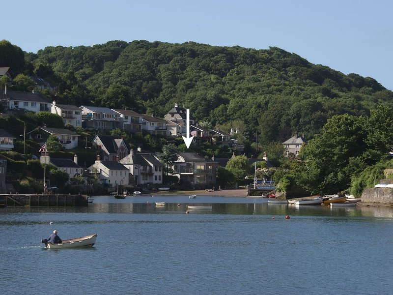 TIDAL WATERS, stunning detached riverside house with fabulous water views, vacation rental in Noss Mayo