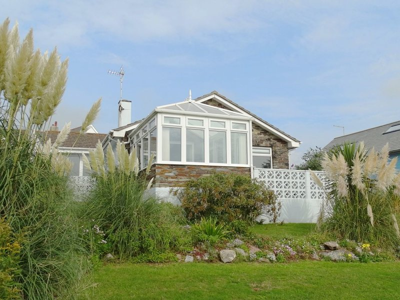 DRIFTERS, detached single-storey house with panoramic sea views, 150 yards from, casa vacanza a Bantham