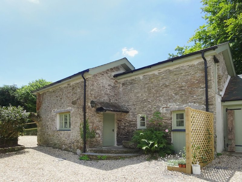 TORRINGS BARN, pretty converted barn in a peaceful country hamlet, next to, vacation rental in Kingsbridge