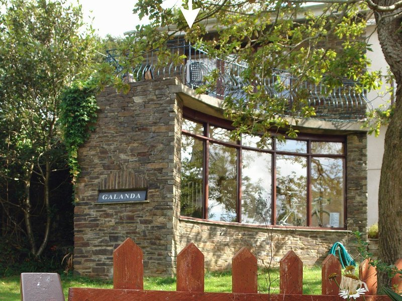 GALANDA TREETOPS, spacious apartment in idyllic woodland location, beside the, holiday rental in Newton Ferrers