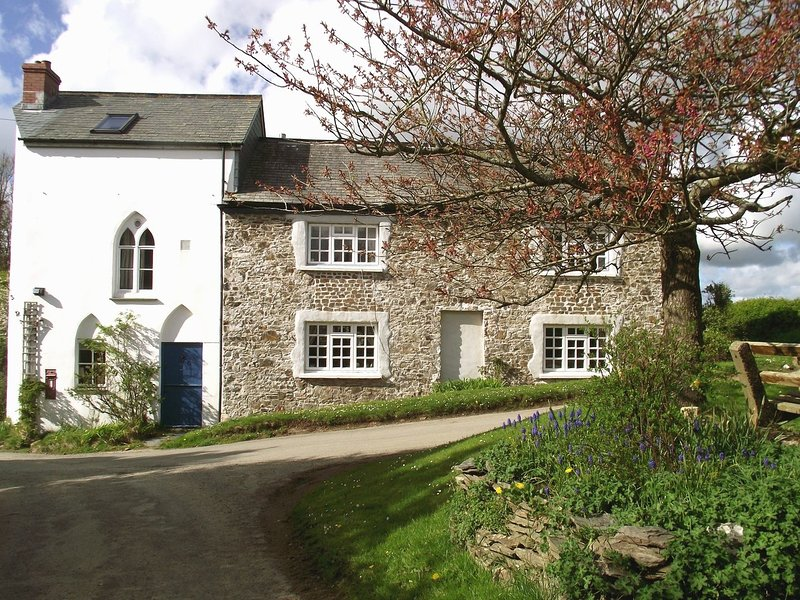 CHAPEL COTTAGE, cosy cottage with wood burning stove in Welcombe. Close to good, vacation rental in Morwenstow