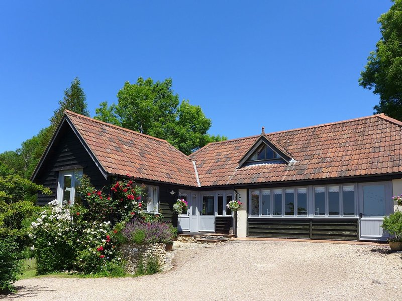 LITTLE EVANSES, detached cottage on a smallholding with excellent countryside, vacation rental in Axminster