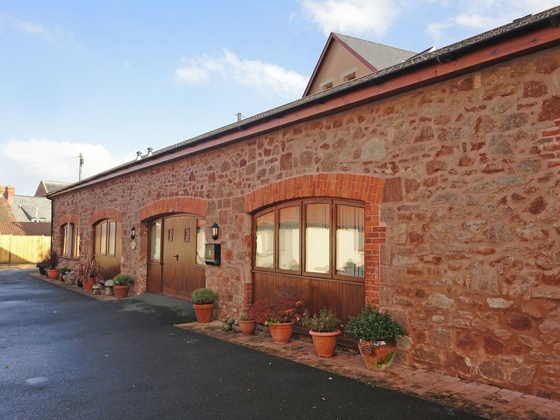 THORNESMILL BARN, spacious converted barn close to restaurants, marina, steam, holiday rental in Watchet