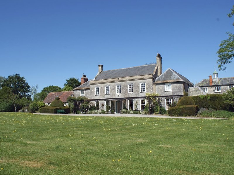 WOOTTON HOUSE, splendid 18th cent. country house sleeping 16, with extensive, Ferienwohnung in Butleigh