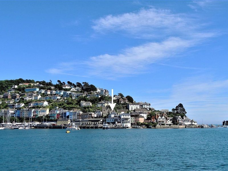 MAINSTAY, stylish cottage in Kingswear with superb river views. Dartmouth 2.5, holiday rental in Slapton