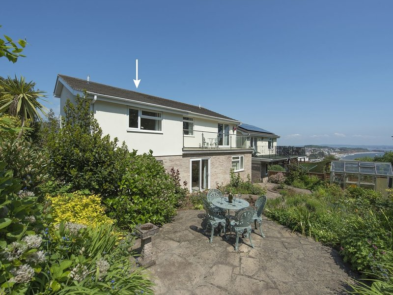 EXE VIEW, neat cottage for two with balcony and sea views. Dawlish 1 mile., Ferienwohnung in Dawlish
