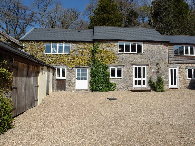 THE BARN, exceptionally smart and spacious 5* cottage with superb long views, vacation rental in Bovey Tracey
