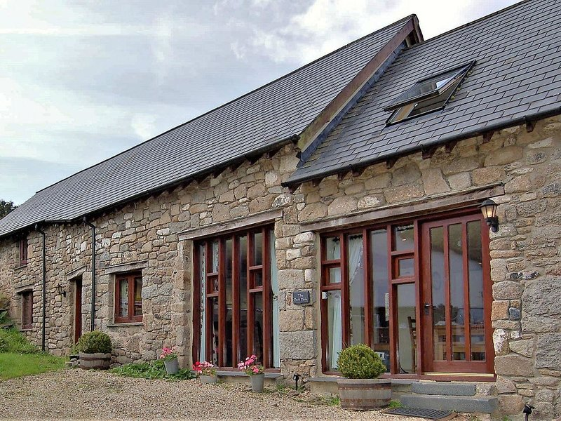 THE BOLTHOLE, stylish, welcoming, in tiny Dartmoor hamlet, close to open moor, holiday rental in Okehampton