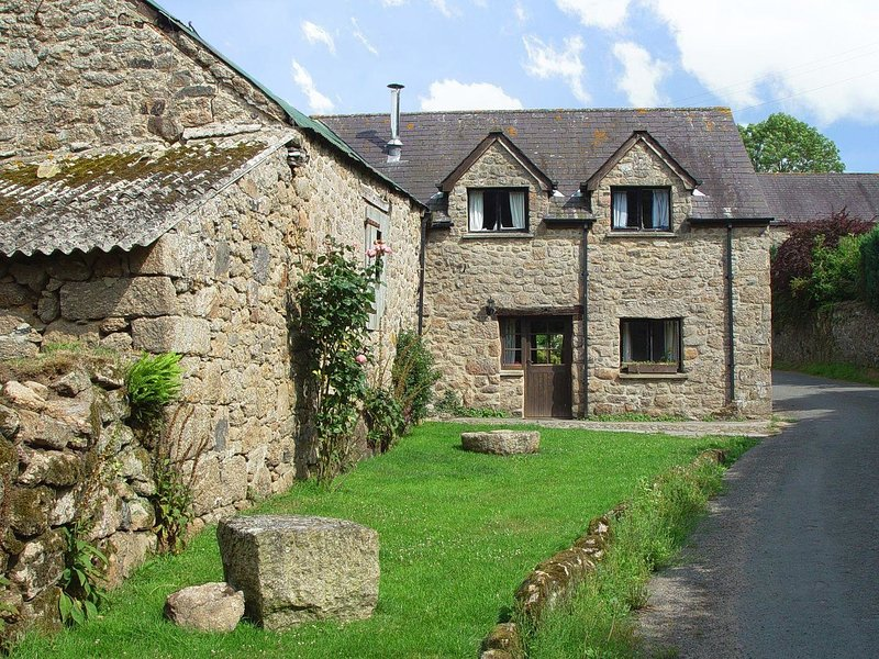 THE COTTAGE, sweet little Devon cottage on traditional Dartmoor farm. Chagford, casa vacanza a Dunsford
