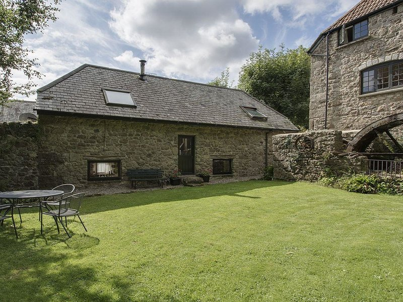 WATER BARN, spacious converted barn in Dartmoor national park. In Manaton, vacation rental in Bovey Tracey