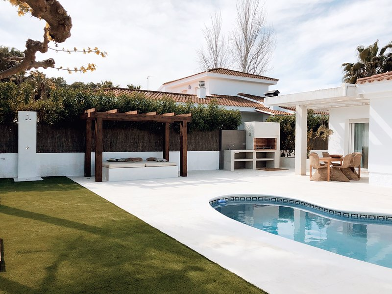 Pool, barbecue, garden, chill out, outside shower