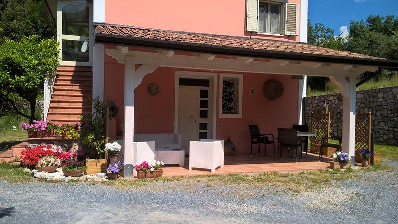 La casa rosa, casa silenziosa posizione strategica, vakantiewoning in Latronico