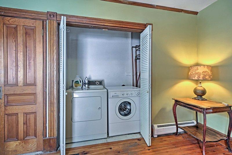 Gardez vos vêtements propres avec la machine à laver et sèche-linge.