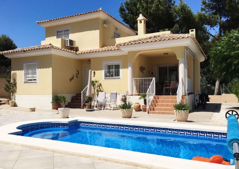 3 Bedroom Villa with  Private Pool,Pinada del Rio,  Near Alicante, holiday rental in Bocairente
