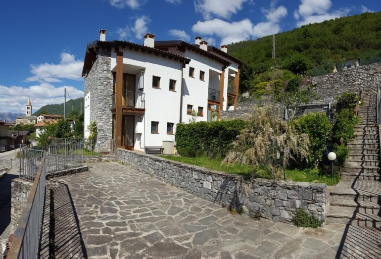 2 Bedroom Apartment, Lake Como, Italy, alquiler de vacaciones en Sorico