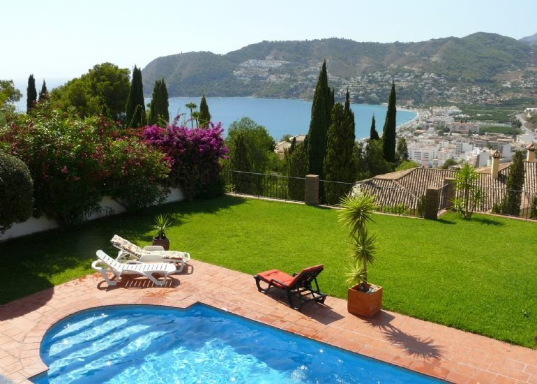 5 Bedroom Villa with Sea Views and Private Pool, alquiler de vacaciones en La Herradura