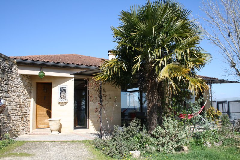 ENZOLA - STUNNING DESIGNER HOUSE WITH COVERED POOL, LARGE GARDEN AND 180° VIEWS, holiday rental in Saint-Laurent-la-Vallee