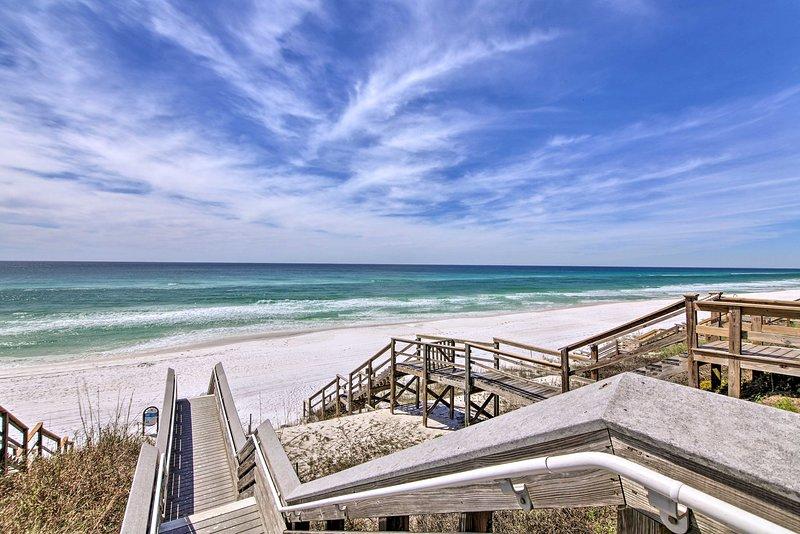 Buchen Sie eine Reise zu einem 5-Bettzimmer, 4-Bad Ferienhaus Haus in Seagrove Beach.