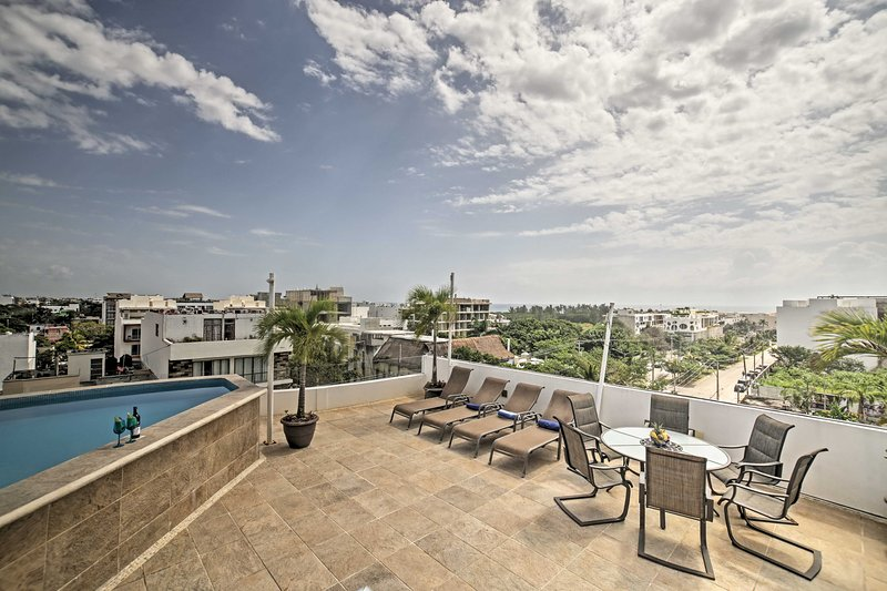 The community rooftop has gorgeous views of the city and the Gulf of Mexico.