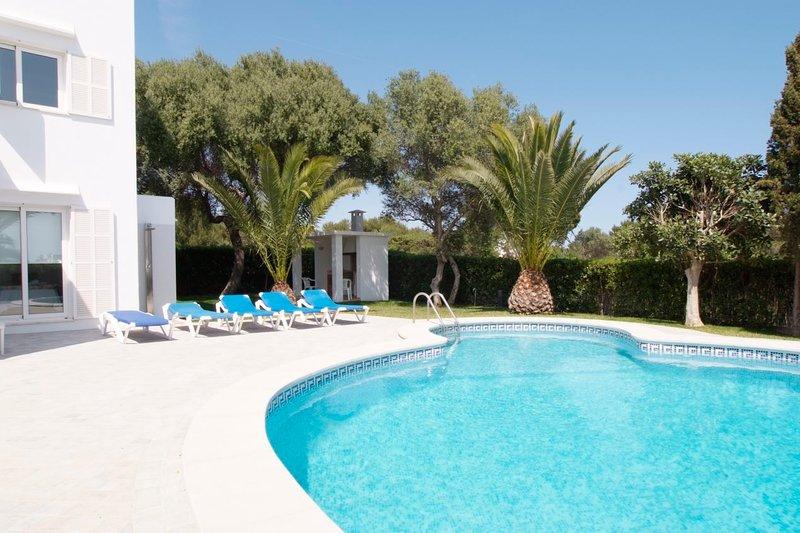 Cala Egos Villa Sleeps 8 with Pool Air Con and WiFi - 5585580, holiday rental in Cala Mondrago