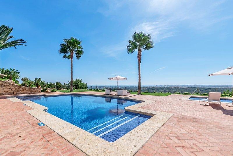 Malhadais Villa Sleeps 12 with Pool Air Con and WiFi - 5585485, location de vacances à Boliqueime