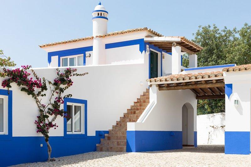 Malhadais Villa Sleeps 16 with Pool Air Con and WiFi - 5585395, holiday rental in Cerca Velha