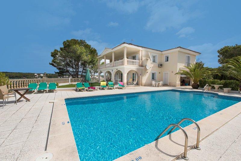 Cala Galdana Villa Sleeps 8 with Pool Air Con and WiFi - 5585407, holiday rental in Cala Galdana