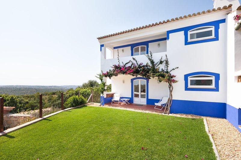Malhadais Villa Sleeps 8 with Pool Air Con and WiFi - 5585394, holiday rental in Cerca Velha