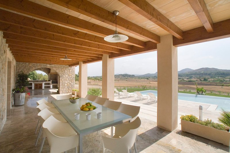 es Barcares Villa Sleeps 11 with Pool Air Con and WiFi - 5237969 Chalet in Puerto Pollensa