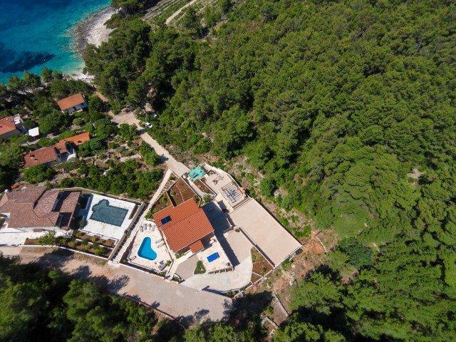 Apartamento frente al mar en la villa con piscina, Korcula