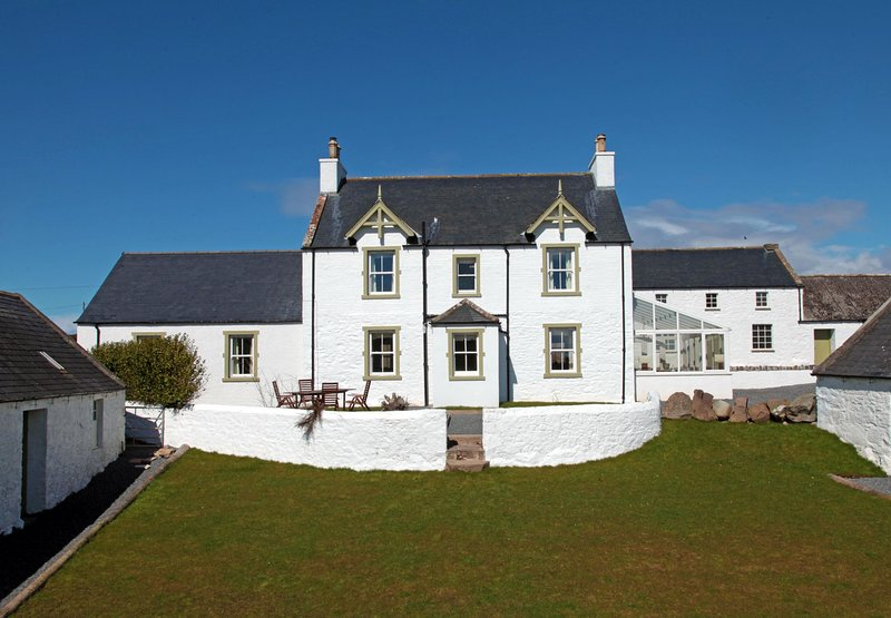 High Clachan Farmhouse - 4* - on Country Estate with Coastal and Woodland Walks, holiday rental in Leswalt